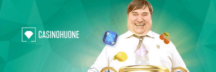 Casinohuone logo ja ylipainoinen suomalainen mies hedelmäpeli symboleilla